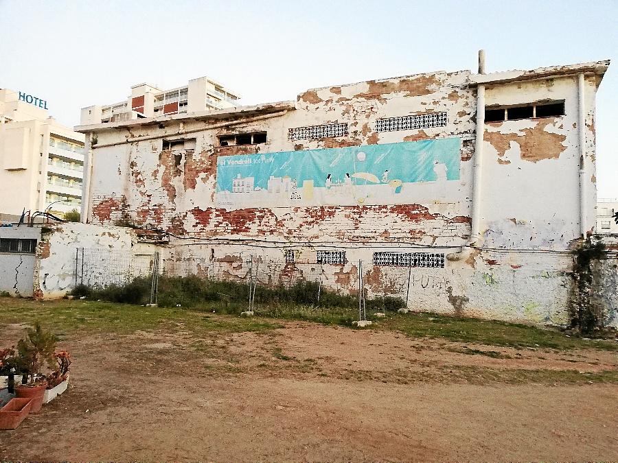 Una imatge del barri marítim de Coma-ruga feta pública per Primàries